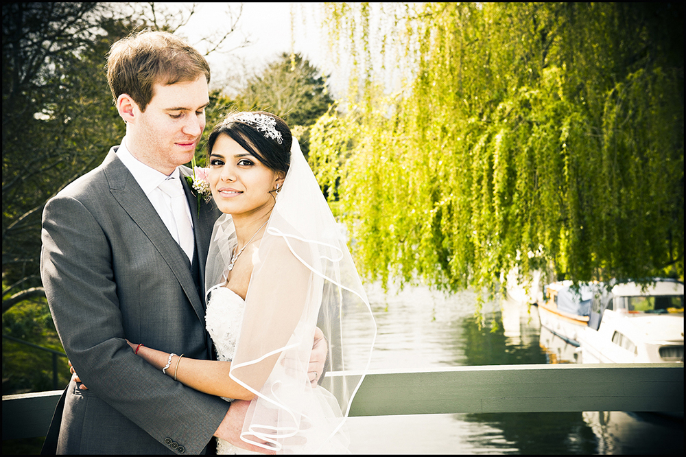 Wedding Couple by a lake and willow - Photographer from Burnham, Slough